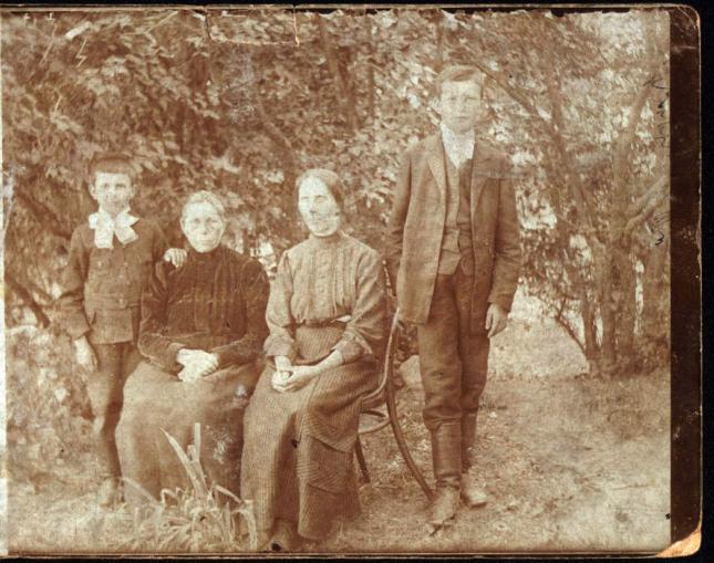 Paweł Pikuła najmłodszy, starszy brat z prawej